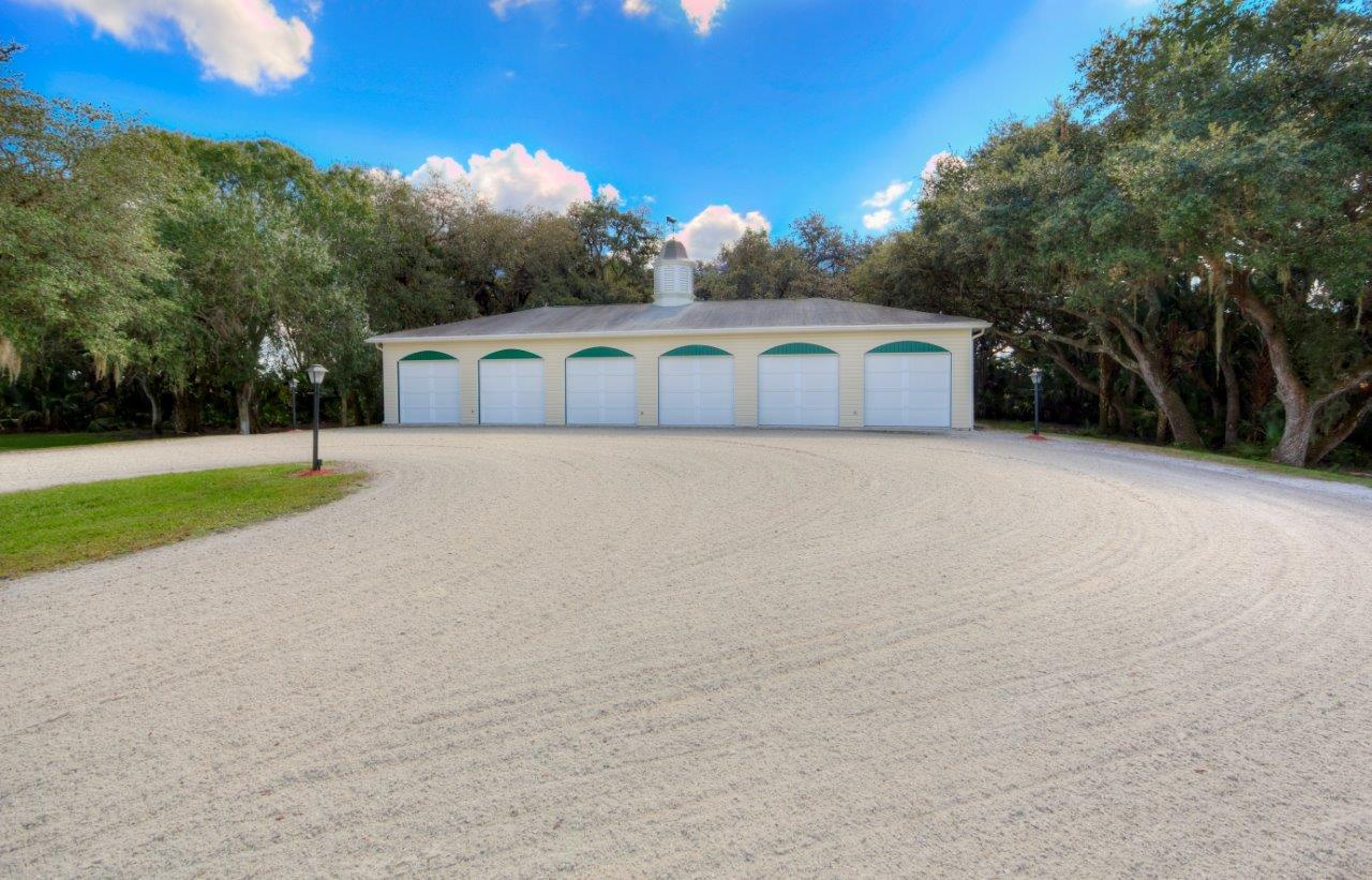 triple diamond ranch in okeechobee florida saunders real estate - 6 Car Garage