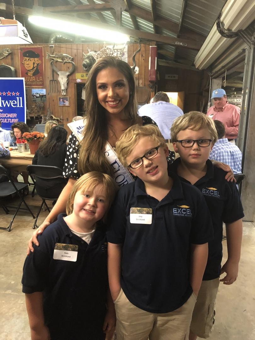 Miss Florida with some happy fans
